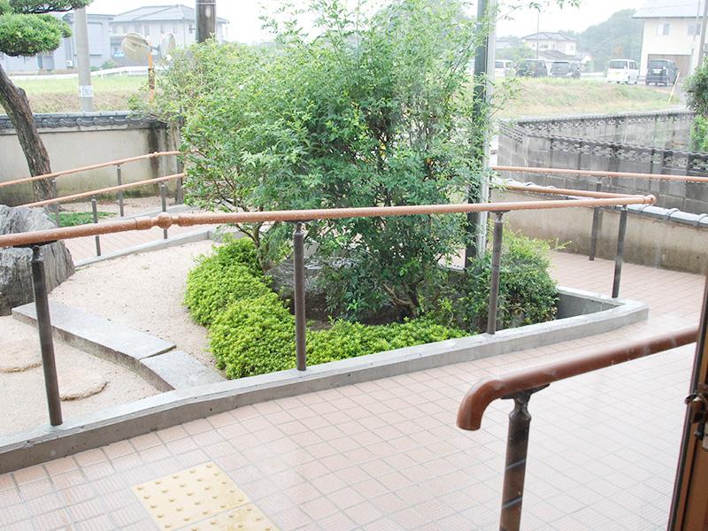 玄関横のスロープ