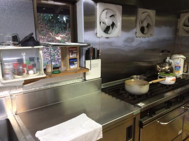 温かい昼食を手作りします
